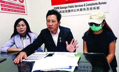 刘氏(右)身份证遭盗用,欠下大耳窿逾4万令吉。左起为高玄慧和林华正。