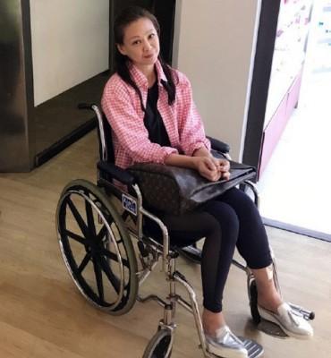 王馨平在马尔代夫落海,坐轮椅返港。
