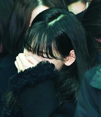 太妍掩面痛哭。