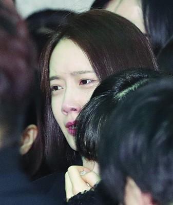 润娥哭到眼睛红肿。