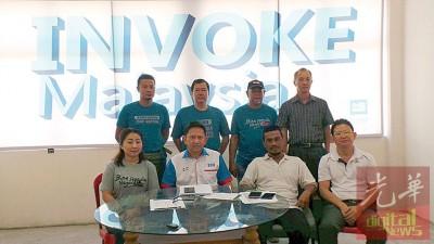 冬天牙峇株公正党与马六甲Invoke社反对选委会的评定选民身份新办法。为者左起蔡燕妮、魏世德、尤索夫以及魏世安。