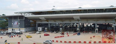预测于当年12月杪会上230万人次使用马泰边境黑木山移民、关税和检疫站大厦。