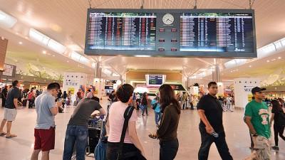 所有机场向乘客征收服务费。