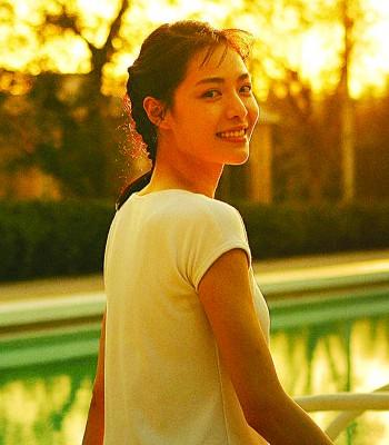 《芳华》在中国热卖,女主角之一钟楚曦声势水涨船高。