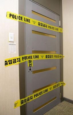 租屋处门锁因抢救钟铉被破坏,后贴上封条。