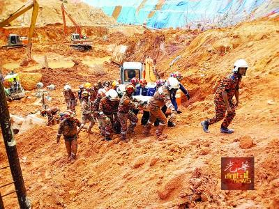 丹绒武雅拉曼大学学院槟城分院附近一建筑工地发生土崩,活埋11人,3人及时逃生。