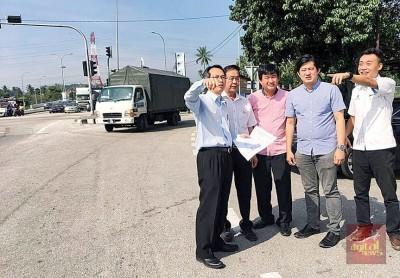 刘子健(左):淡汶芭尾路将进行两项改道试跑方案。右起许钪凯、萧伟洪、王泽钦及陈建宝。