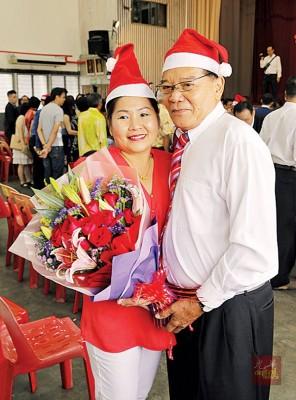 51春的邢文芳为平等双巧手做出美食,锁住71春马达昌之心头,些微口结9年之情长跑于圣诞节结为夫妻。