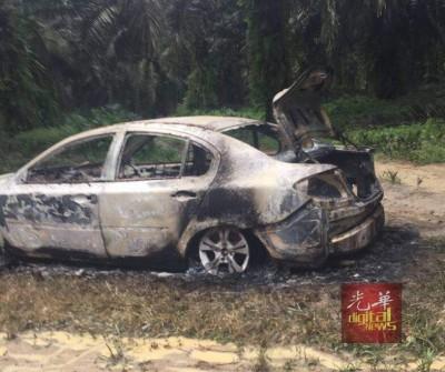 周佳俊的银色国产PESONA轿车在油棕园被寻获,被发现时已烧毁。