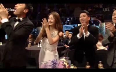 池锡辰被唱名得奖,《RM》成员立刻站起来开心大叫、为他欢呼。