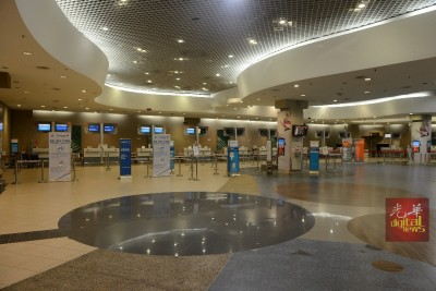 槟城国际机场内并未发现受影响班机乘客的踪影,相信已被航空公司安顿。