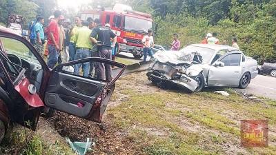 两辆轿车发生碰撞,酿2死4伤惨剧。