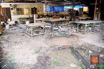 木制家具工厂自水患后,一直废弃至今。