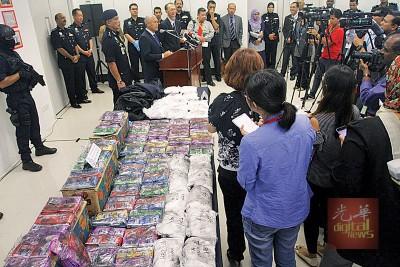 莫马周五举行记者会,通告肃毒案情。