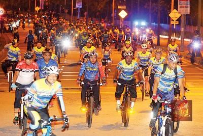 2800名警员及民众一同参与52公里欢乐骑。