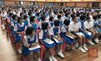 日新国中440名新生今日到校报到。