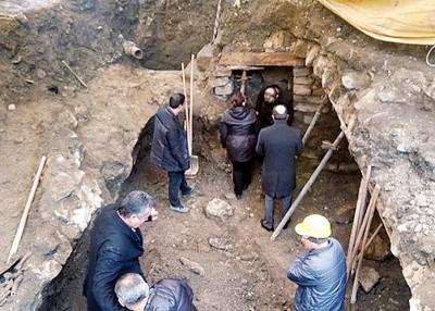 隧道的进口有相同中铺面遗址。