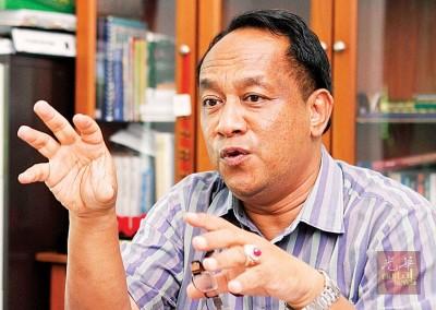 莫哈末法力任3届浮罗勿洞州议员。