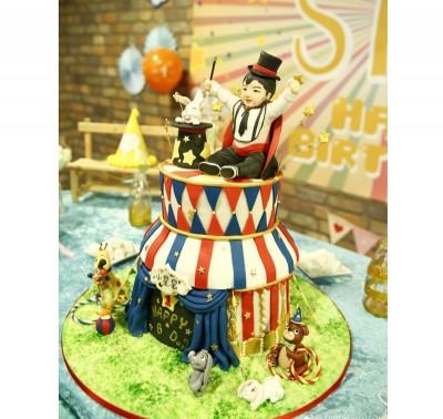 陈妍希为儿子庆生订做蛋糕。