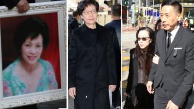 张国荣的伴侣唐鹤德(右图右)、香港特首林郑月娥(中)出席张国荣胞姊张绿萍告别式。