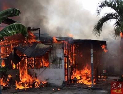 烈烈烈焰烧毁木屋。