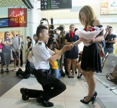 庄振进摇身一变成为机师向游嘉茹求婚!