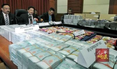 沙巴水务局贪污案中充公的千万现款将交给大马政府。(档案照)