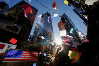 """纽约曼哈顿的时代广场在美国几成""""跨年""""同义词。"""