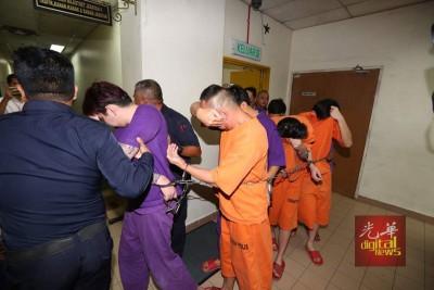 警方再捉得5名男嫌犯,并成功申请延扣7天助查。