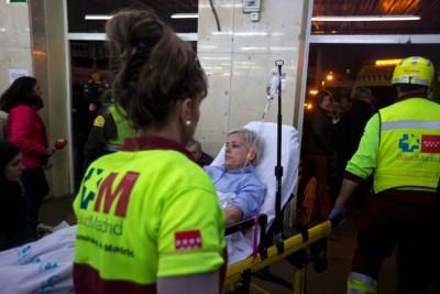 伤者送院。