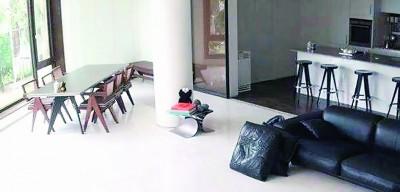 太阳和闵孝琳的婚房,早在今年8月在综艺节目《我独自生活》时就已公开,房子以白色、简约为主。