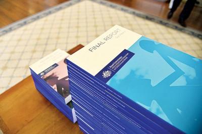 澳洲政府对逾90年来天主教会与另部门对小性侵害的景象,拓展长达5年之调研,周五颁布厚达17数以十万计册的最后报告。