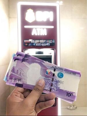钞票印少了前总统的头像,央行承认出错导致钞票出现瑕疵。