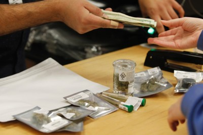 贩卖大麻正式在加州合法化。