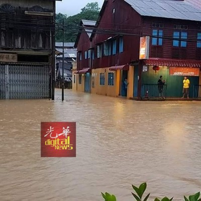 大街沦为水道,居民才会望水兴叹。(希冀取自Kim Hen Chin-林明吹水站)