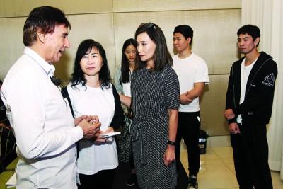 坚叔演艺圈好友陈沛江、林奕廷、陈可美、丘紫君、符南施等,都前来送好友最后一程。