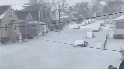 水浸的街道结成冰。