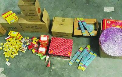 货舱藏有各类型烟花,总价值达10万令吉。