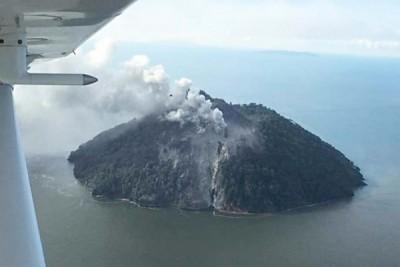 卡多瓦尔岛是睡火山,上周五首次爆发。