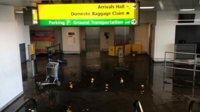 客运大楼因水管爆裂积水。
