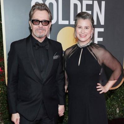 今年59东的盖瑞欧德曼(左),吃电影《绝黑暗的时刻》受到精湛的演艺,得到他的率先幢金球奖。