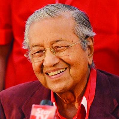 敦马哈迪批评国阵卖地增国家收入。