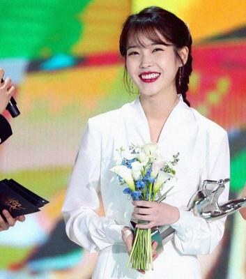 IU获得本奖和大奖,是最大赢家。