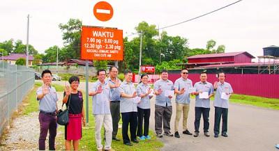 颜和财率领董家协成员展开道路教育醒觉运动,唤醒民众严守单行道规则。