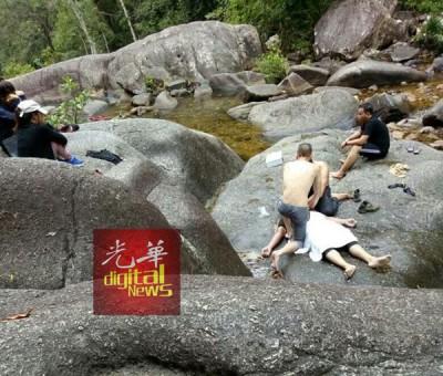 死者阿斯祖安疑失足掉落到瀑布,抢救不果证实死亡。(图取自脸书)