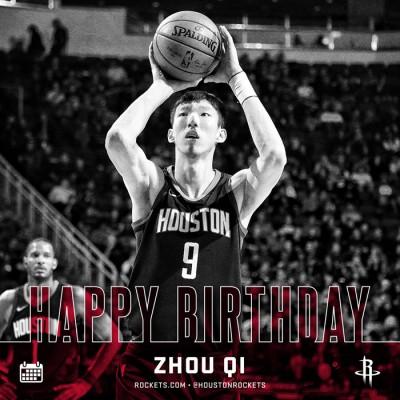 周琦第一次以NBA球员身份度过22岁生日。