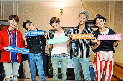 Key在IG上传SHINee 5人合照。
