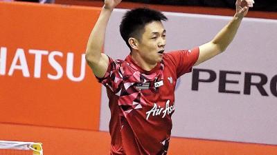 刘国伦在拿下8强资格后庆祝。