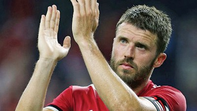 卡里克退役后,将会留在曼联教练团组辅佐穆里尼奥。