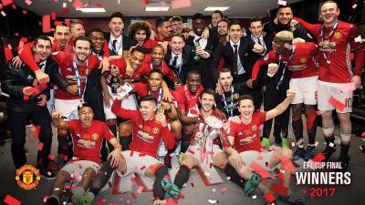 曼联上赛季称王庆祝时,遗失了英联赛杯冠军奖杯底座。